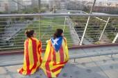 BARCELONA, SPAIN - SEPT. 11: Tenagers manifesting ingependence o — Stock Photo