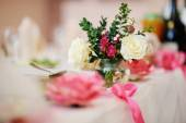 Bouquet of flowers in a vase on the table. Wedding decor — Stock Photo