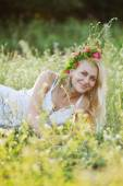 Ukrainian girl in a white sundress and a wreath of flowers on he — Stock Photo