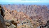 Tourists descend from the top of Mount Moses, Mount Sinai, Egypt — Stock Photo