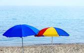 Bright beach umbrellas on the seashore — Stock Photo