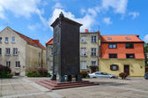 """Sculpture """"Bokshtas"""" (Tower) in the Old Town of Klaipeda, Lithuania — Stock Photo"""
