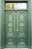 Green old wooden doors, Wroclaw — Zdjęcie stockowe