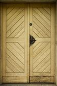Old wooden light yellow doors — Zdjęcie stockowe