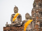 Old Buddha statue at Wat Chai Watthanaram — Stock Photo