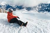 Snowboarder ammirando la splendida vista — Foto Stock