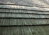 Old wooden shingle roof — Stock Photo