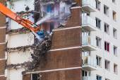 Inner city demolition of High rise building — Stock Photo