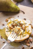 Delicious baked camembert with honey, walnuts, herbs and pears — Stock Photo