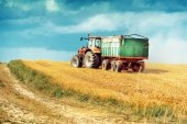 Tractor on summer field — Stock Photo