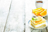 Cake with orange, cream cheese and crumbs — Stockfoto