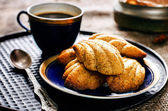 Madeleine cookies with cinnamon and poppy seeds — Stock Photo