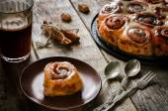 Cinnamon rolls with cream icing — Stock Photo
