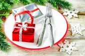 Christmas background with gifts on plate — Stockfoto