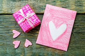 Valentine's background with a gift and card — Stock Photo