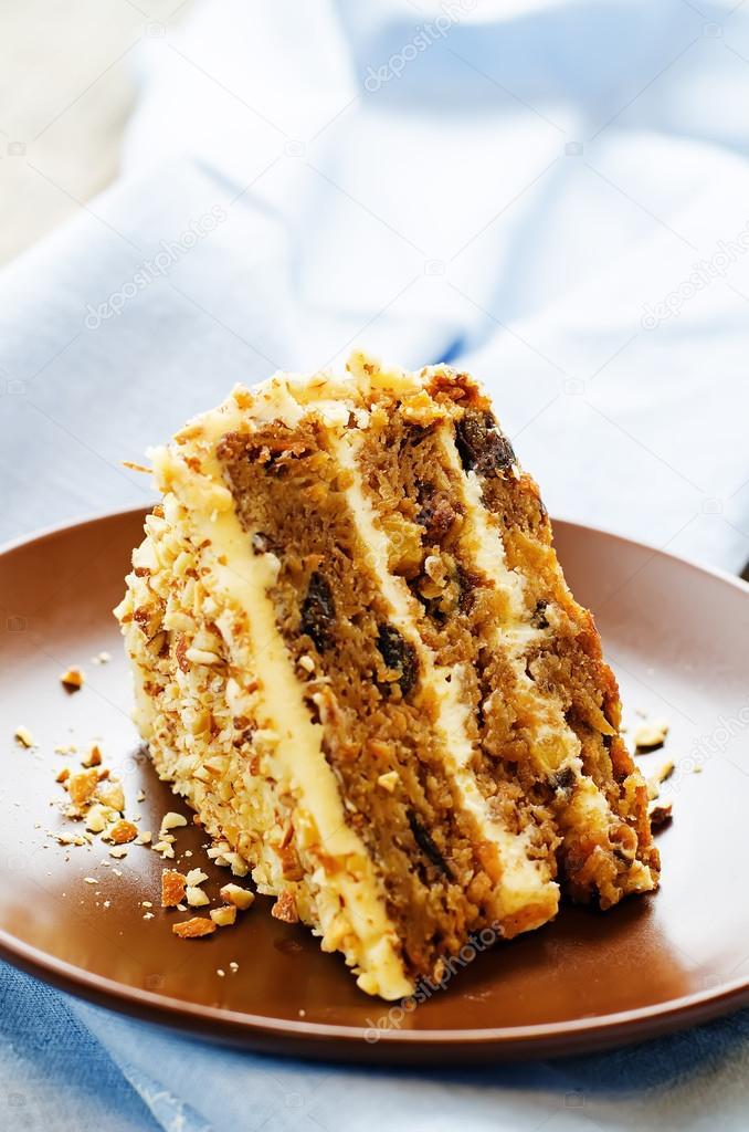 Торт с черносливом и грецкими орехами курагой и