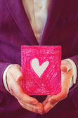 Male hands holding card. Valentine's day. — Stok fotoğraf