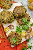 Spicy vegan curry burgers with millet, chickpeas and herbs — Stock Photo