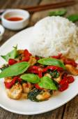 Basil pepper chicken stir fry with rice — Stock Photo