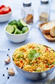 Saffron rice with vegetables and cilantro — ストック写真