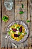 Spiced millet porridge with beetroot, coriander, mint and feta — Stockfoto