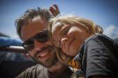 Father and daughter smile outside in a sunny day — Stock Photo