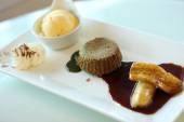 Dessert set, Green tea lava cake with ice cream and banana in sy — Stock Photo
