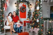 Young family near the Christmas tree — Stock Photo