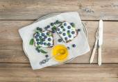 Healthy breakfast set with ricotta, fresh blueberries, honey and — Stock Photo