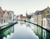 Medieval channel in Bruges, Belgium — Stock Photo