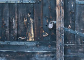 Old rustic faded wood gate with a lock — Stock Photo