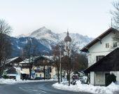 Garmisch-Partenkirchen town in Bavarian Alps in Germany in winte — Stockfoto