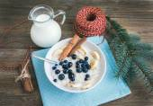 Rice porridge with milk, cinamon, banana and blueberry with Chri — Stock Photo