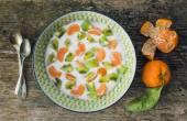 Fresh and healthy vegetarian breakfast set: a bawl of yogurt wit — Stock Photo