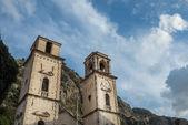 Tower met een klok in de oude stad van Kotor, Montenegro — Stockfoto