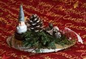 Weihnachtsgesteck mit Wichtel — Stockfoto