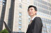 Japanese businessman with computer — Zdjęcie stockowe