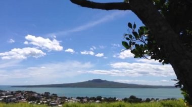 Rangitoto island view from mount victoria hill in Auckland, New Zealand — Stock Video