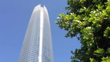 The Gran Torre Santiago in Santiago de Chile — Stock Video