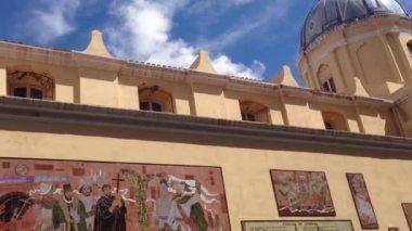 Tilt From The Basilica De Nuestra Senora De La Merced In Cordoba — Stock Video