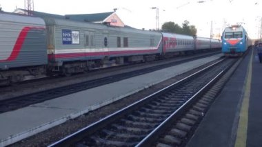 Trans Siberia railway train arriving at the station in Russia — Wideo stockowe
