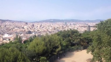 Cable car going up to the MontjuГЇc hill in Barcelona, Spain — Stok video