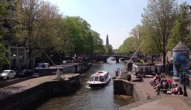 Canal cruise in Amsterdam, The Netherlands — Stock Video