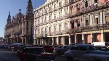 Classic cars downtown Havana, Cuba — Stok video