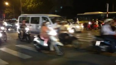 Busy traffic in the evening with Scooters in Hanoi city, Vietnam — Stock Video