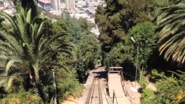 Going down from the San Cristobal Hill in Santiago de Chile — Stock Video