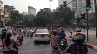 Busy traffic with Scooters in Hanoi city, Vietnam — Stock Video