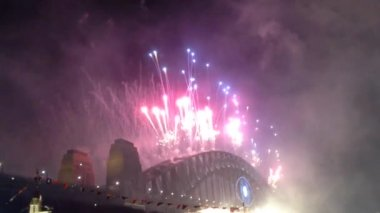 Fireworks from the Sydney Harbour bridge in Australia — Vídeo Stock