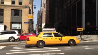 Tilt from taxis in Manhattan, New York City, USA — Stock Video