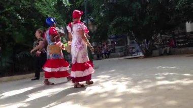 Colourful cuban ladies in Havana, Cuba — Stock Video